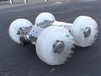Американский прыгающий робот Sand Flea. Скриншот с сайта YouTube