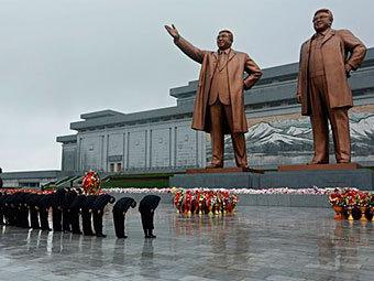 Статуи Ким Ир Сена и Ким Чен Ира в Пхеньяне. Фото ©AP