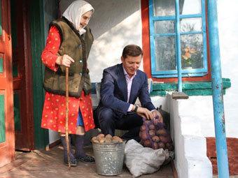 Лидер Радикальной партии Украины Олег Ляшко отправил королеве Великобритании Елизавете II картошку, выращенную в...