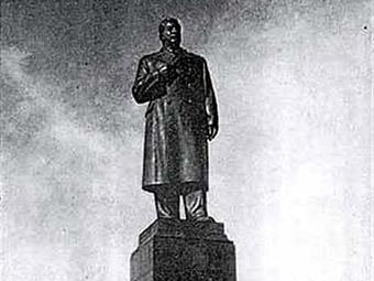 Памятник Сталину в Минске. Архивное фото с сайта Wikipedia.org