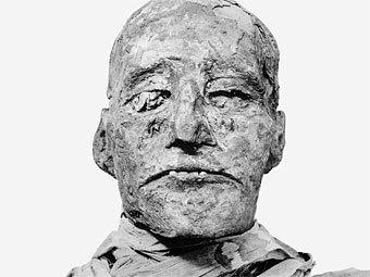 Голова мумии фараона Рамзеса III. Изображение G. Elliot Smith с сайта lib.uchicago.edu