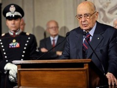 Джорджо Наполитано объявляет о роспуске парламента. Фото (c)AFP