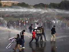 Разгон демонстрантов в Нью-Дели. Фото (c)AP