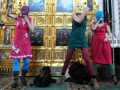 Pussy Riot в Храме Христа Спасителя. Фото ИТАР-ТАСС, Митя Алешковский