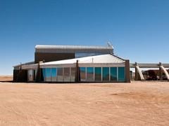 Технический корпус Центрального пульта управления телескопа ALMA, где установлен суперкомпьютер. Фото ESO