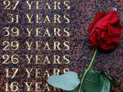 Мемориал погибшим в давке на стадионе Хилсборо. Фото Reuters