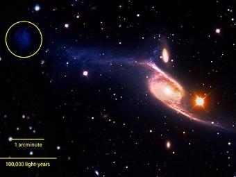 Обнаруженная область с молодыми звездами на краю рукава галактики NGC 6872. Иллюстрация NASA's Goddard Space Flight Center/ESO/JPL-Caltech/DSS