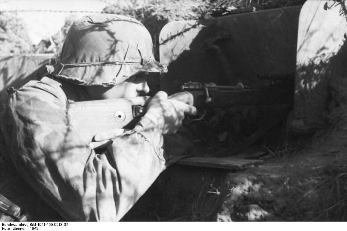 Архивные кадры из Федерального архива ФРГ и Немецкой фототеки.