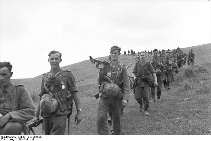 Солдаты группы «центр» — википедия.