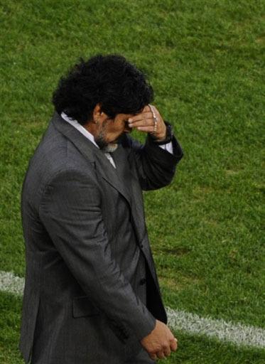 Диего Марадона во время матча с Германией. Фото (с) AFP Фото AFP