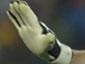 Отразив парагвайский пенальти, Икер Касильяс как бы заявляет коллегам, что