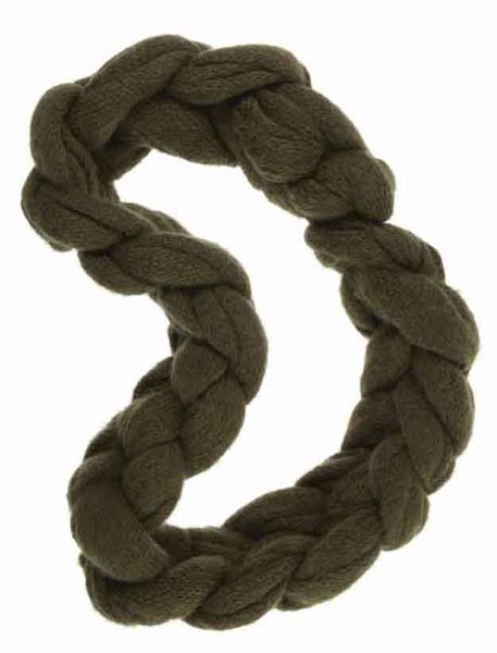 ...что одним из обязательных атрибутов зимнего гардероба является шарф.