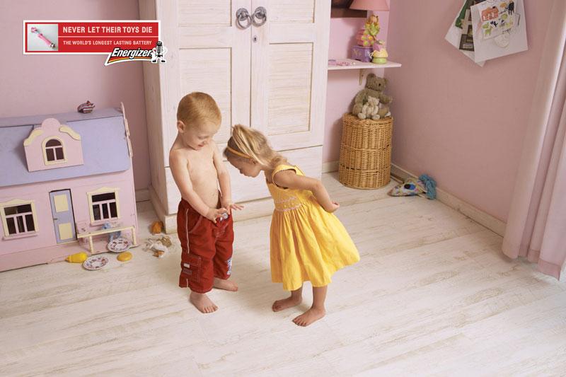 Кампания показывает, чем начинают заниматься дети, когда им не во что