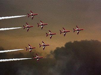 Выступление пилотажной группы на авиасалоне в Фарнборо. Архивное фото AFP