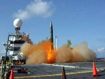 Запуск американской баллистической ракеты. Фото ВМС США, переданное AFP