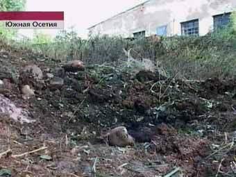 Место падения снаряда в Цхинвали. Кадр Первого канала