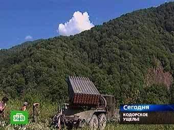 Абхазская артиллерия в Кодорском ущелье. Кадр телеканала НТВ.