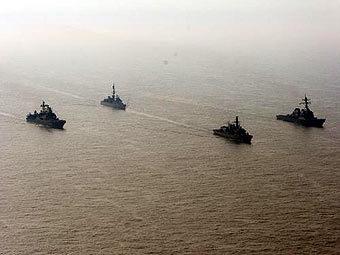 Корабли ВМС Великобритании во время учений FRUKUS-2007. Фото с сайта royal-navy.mod.uk