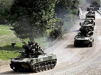 Бронетанковая колонна российских войск на границе Южной и Северной Осетии. Фото AFP
