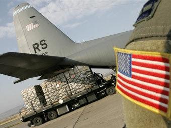 Выгрузка помощи в аэропорту Тбилиси. Фото AFP