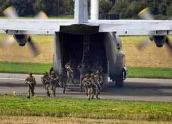 Высадка войск из C-130. Фото www.armyrecognition.com