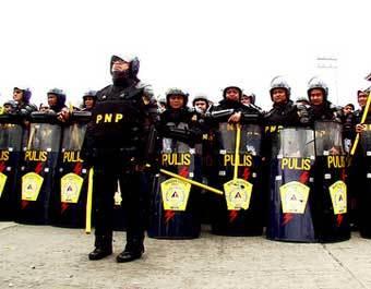 Филиппинские полицейские. Фото www.thepoc.net