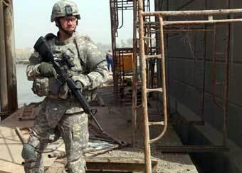 Американский военный в бронежилете. Фото с сайта army.mil