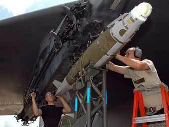 Оборудованный LJDAM самолет ВВС США. Фото ВВС США.
