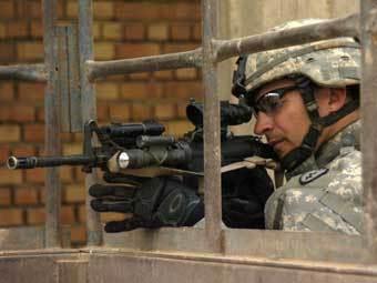 Американский военнослужащий с автоматическим карабином M4. Фото армии США.