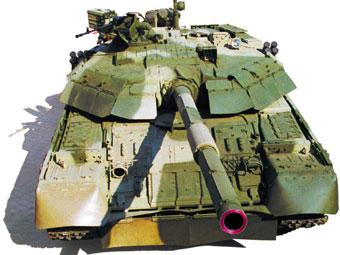 Основной боевой танк Т-80УД. Фото с сайта www.morozov.com.ua